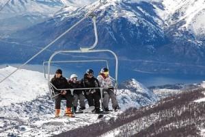 cuatro personas en teleférico